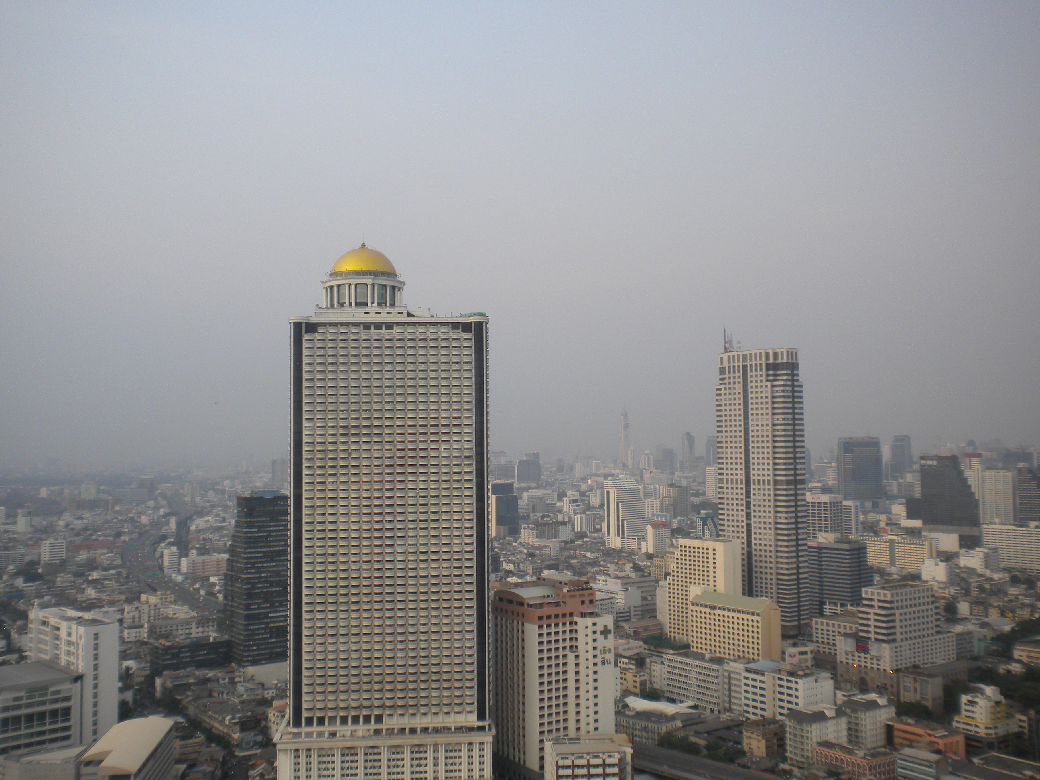 Climbing The Sathorn Unique Tower: Bangkok's Ghost Tower – escape